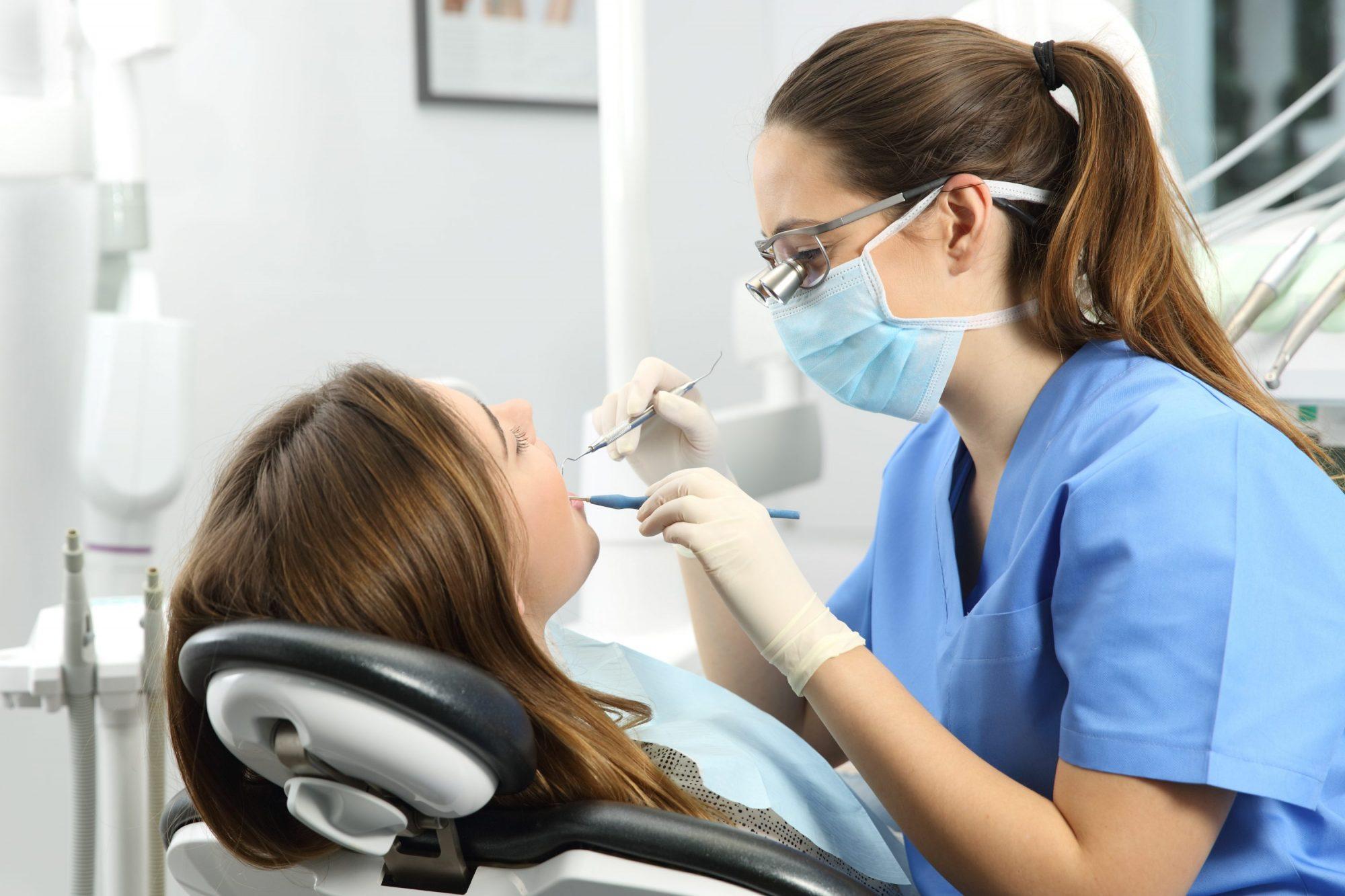 Les maladies des gencives : gingivite et parodontite